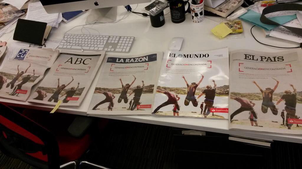 Portadas de periódicos con misma publicidad